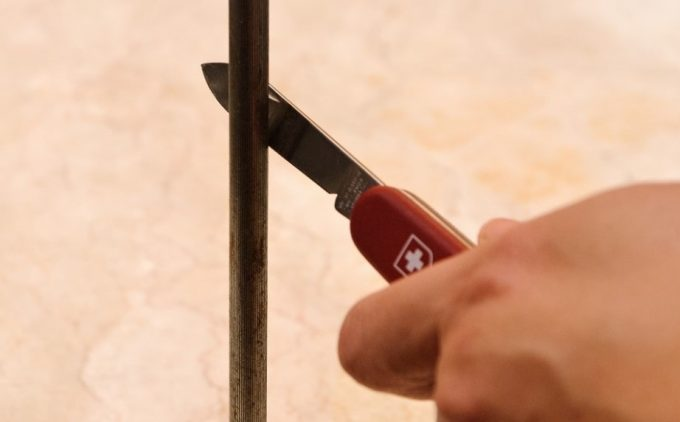 sharpening knife with steel rod