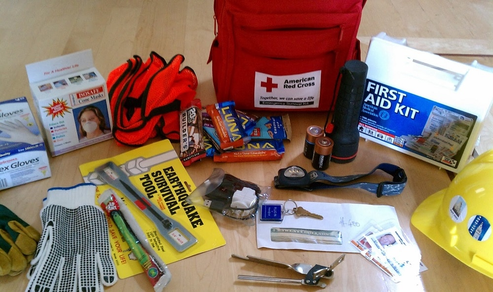 Survival kit for earthquakes