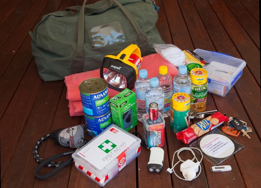 Survival kit for fires