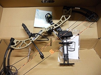 Bear Archery Cruzer Ready to Hunt Compound Bow Package 70LB RH A5CZ21007R