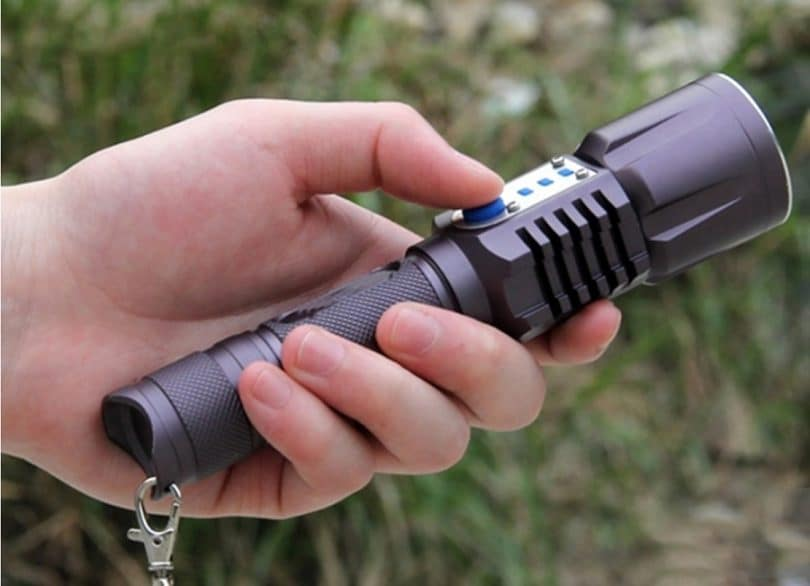 led-flashlight-versatility