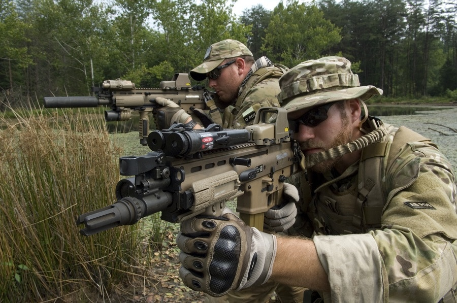 Eotech holographic weapon sights in action