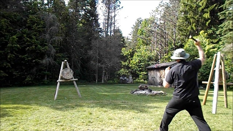 Tomahawk throwing stance