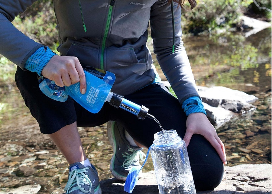 Using sawyer mini water filtration system