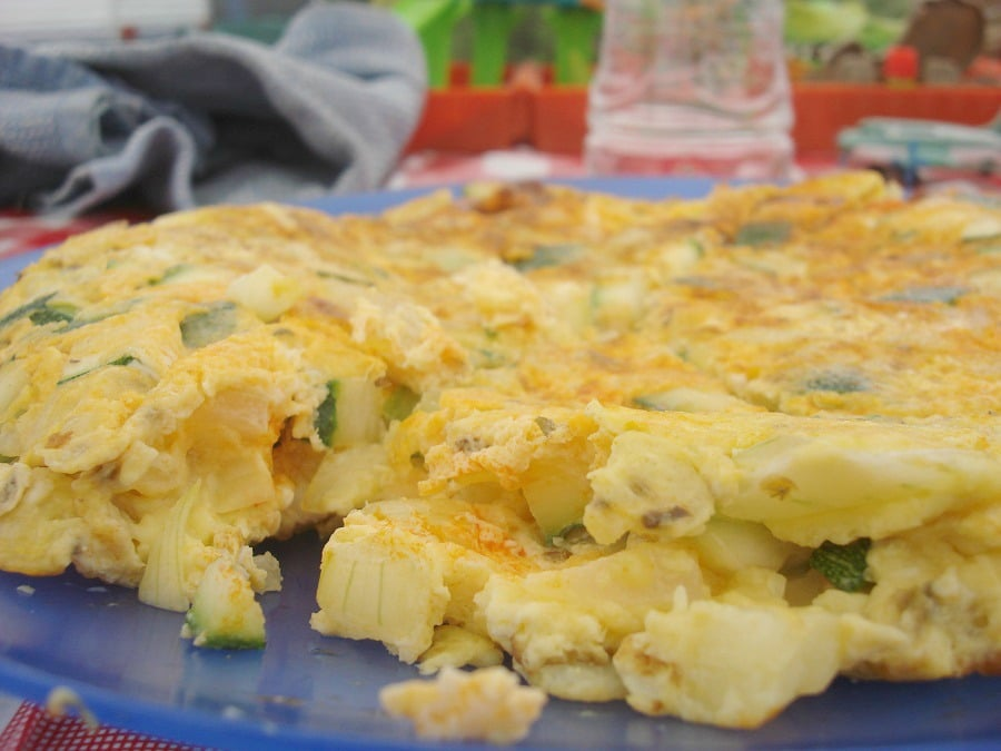 Camping Spinach and potatoes omelette
