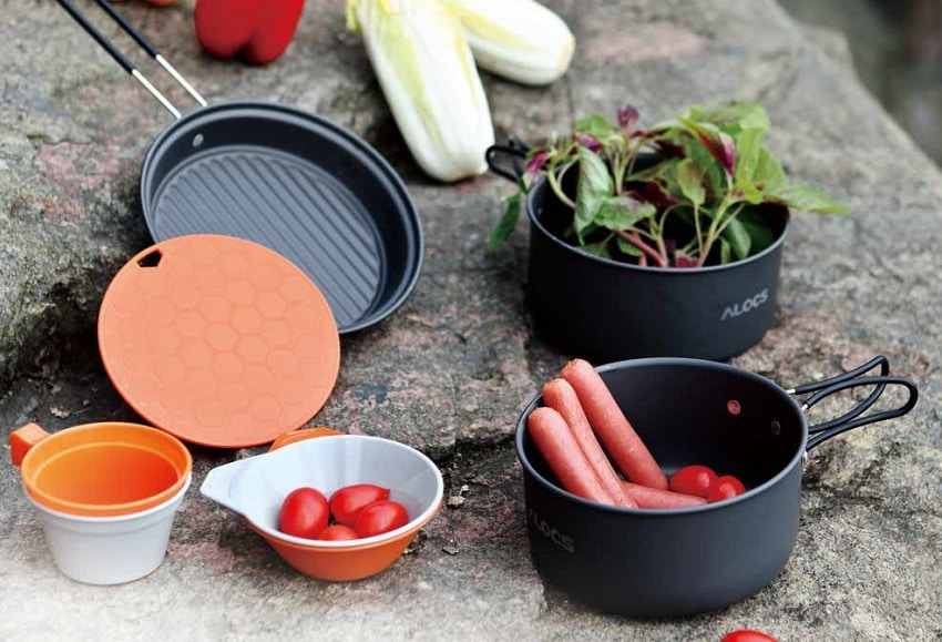 Hard anodized aluminum cookware