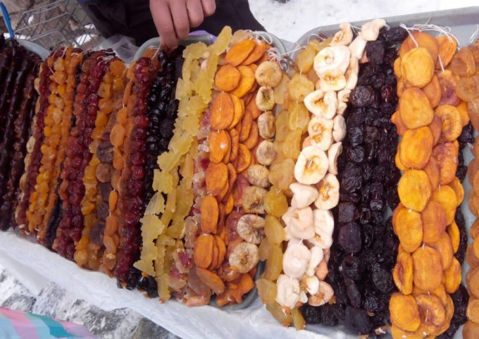 different kinds of dried fruit
