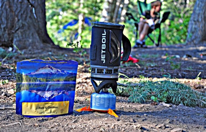 jetboil flash next to rice and chicken pack on the ground