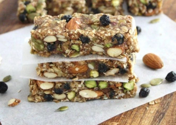 Raw Energy Blocks With Oatmeal and Blueberries